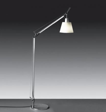 srebrna lampa podłogowa z abażurem białym