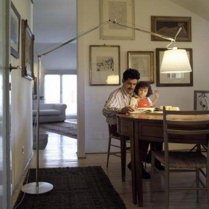 wysoka lampa podłogowa do jadalni aranżacja