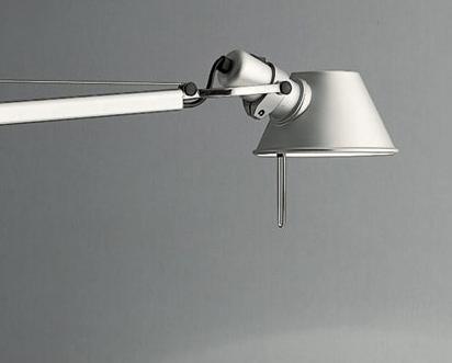 biała lampa biurkowa nowoczesna regulowana