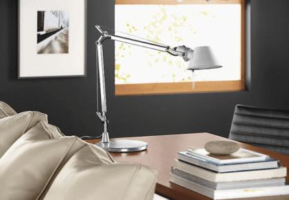 Lampka biurkowa Tolomeo do pokoju nastolatka