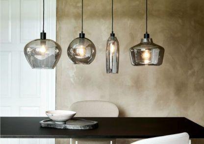 lampy wiszące z dymionego szkła nad stół