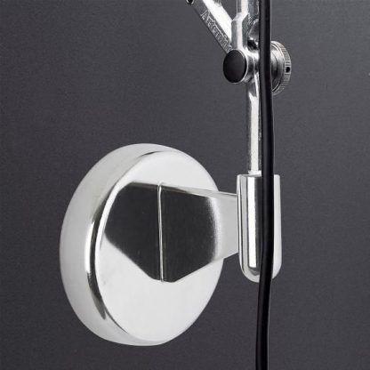 regulowany kinkiet na srebrnej podstawie nowoczesny