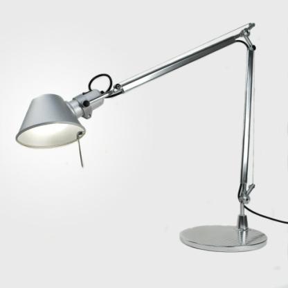 srebrna lampa biurkowa nowoczesna