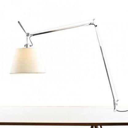 srebrna lampa biurkowa z abażurem
