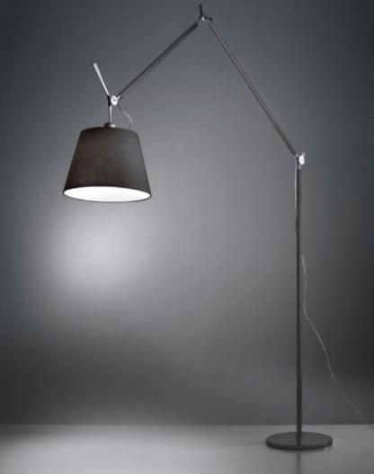 srebrna lampa podłogowa z abażurem