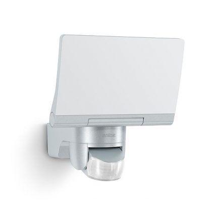 srebrny naświetlacz led z czujnikiem ruchu