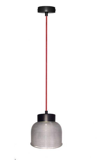 szklana lampa wisząca na czerwonym przewodzie