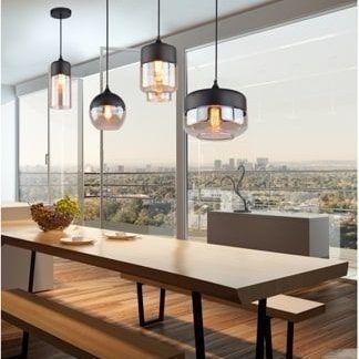 szklana lampa wisząca nad stół aranżacja