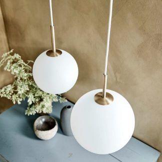 szklane lampy wiszące do salonu aranżacja retro