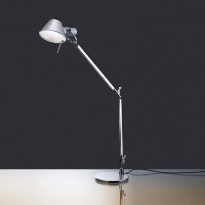 wysoka lampa biurkowa srebrna regulowana