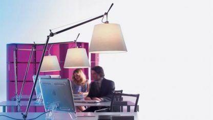 wysoka lampa biurkowa z abażurem do gabinetu