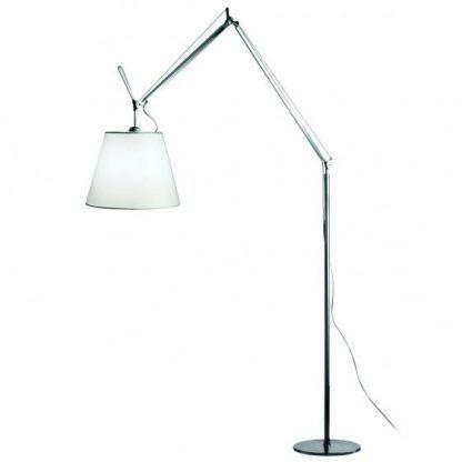 wysoka lampa podłogowa z białym abażurem