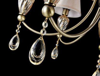 żyrandol z kremowymi kryształkami