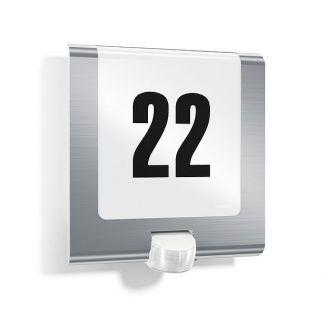 nowoczesny kinkiet z numerem domu