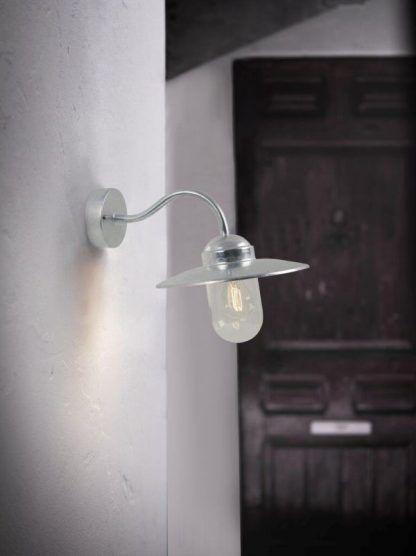 Kinkiet zewnętrzny Luxembourg jako oświetlenie drzwi