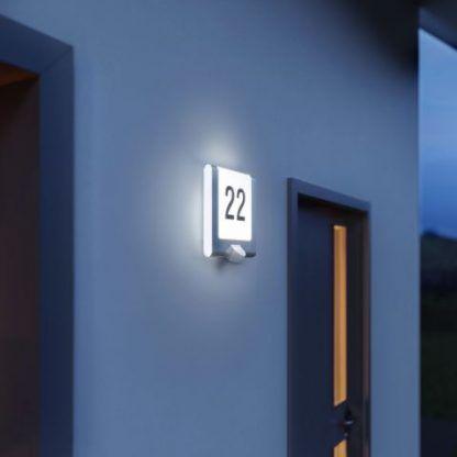 podświetlany numer domu na elewację