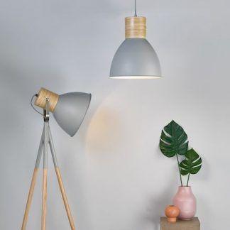 Lampa podłogowa Adna do nowoczesnego salonu
