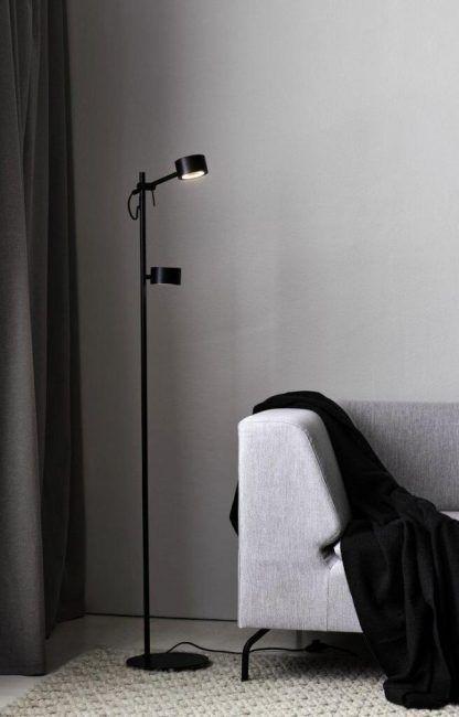 Lampa podłogowa Clyde do czytania w salonie
