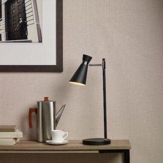 Lampa stołowa Ashworth do pokoju nastolatka