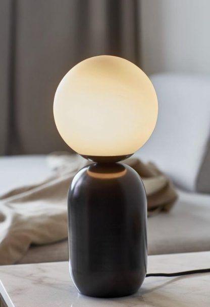 Lampa stołowa Notti do nowoczesnej sypialni
