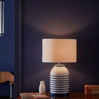 Lampa stołowa Zabe na komodę w salonie