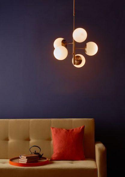 Lampa wisząca Bombazine do pięknego salonu nad stolik