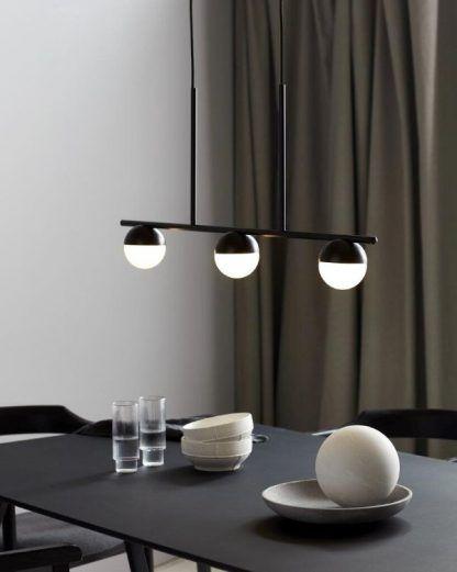 Lampa wisząca Contina nad długi stół w jadalni