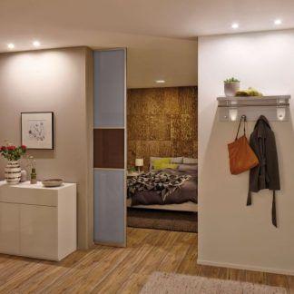 Oczko sufitowe Nova będzie dobrym dodatkiem do każdego pomieszczenia, a szczególnie tych narażonych na wilgoć. Sprawdzi się jednak nie tylko w łazience, ale również np. w kuchni lub przedpokoju. Okrągłe, srebrne oczko cechuje się niezwykłą prostą oraz uniwersalnością.