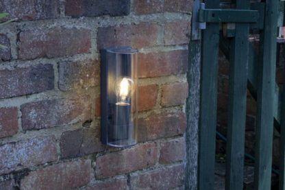 Zewnętrzny kinkiet Quenby do oświetlenia elewacji
