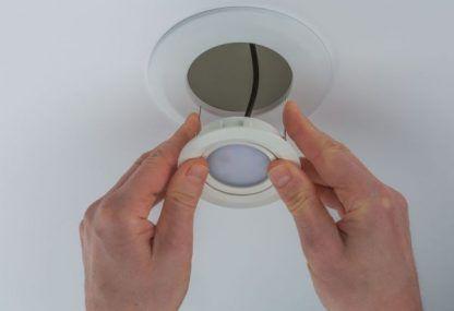 Adapter średnicy do otworów montażowych - biały