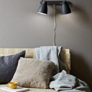 Kinkiet Largo nad sofę w salonie
