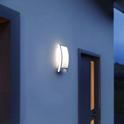 Kinkiet zewnętrzny L 22 do oświetlenia wejścia domu
