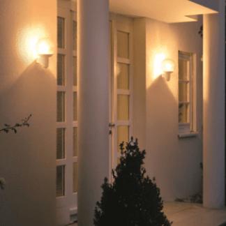 Kinkiet zewnętrzny L 400 C do oświetlenia wejścia