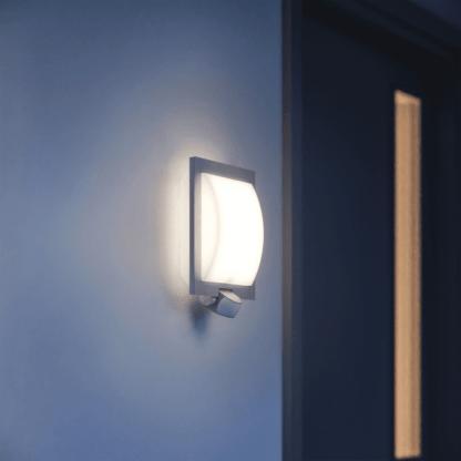Kinkiet zewnętrzny L20 do oświetlenia wejścia do domu