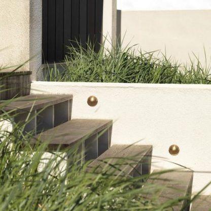 Kinkiet zewnętrzny Tivola jako oświetlenie schodów