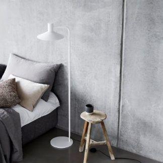 Lampa podłogowa Minneapolis do nowoczesnej sypialni