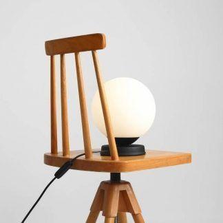 Lampa stołowa Ball do eleganckiego salonu