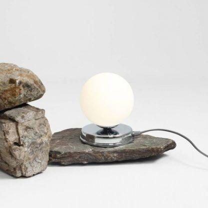 Lampa stołowa Ball na szafkę w sypialni
