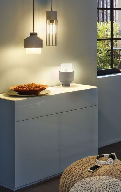 Lampa stołowa Neordic Helin na komodę w salonie