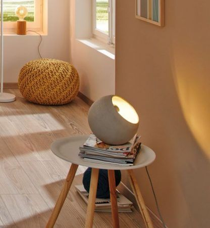 Lampa stołowa Neordic Ingram do stylowego salonu