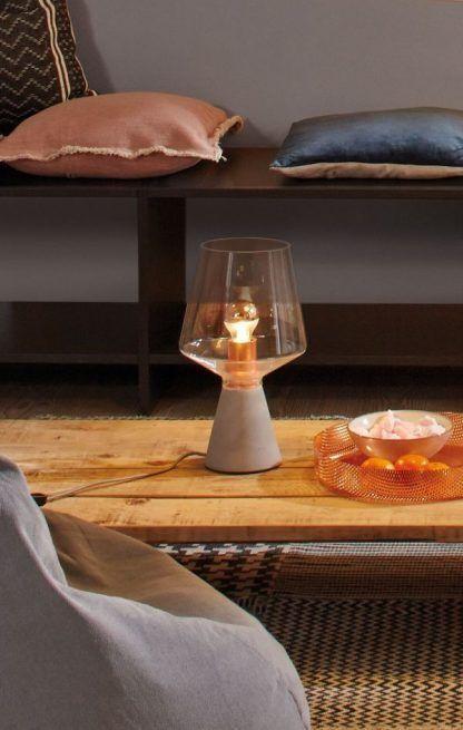 Lampa stołowa Neordic Yorik na stolik w salonie