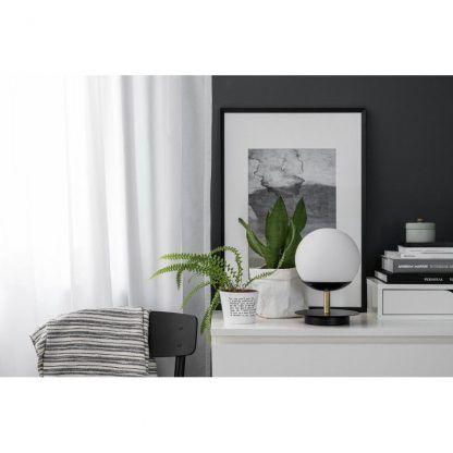 Lampa stołowa Plaat na komodę w salonie