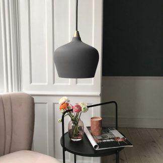 Lampa wisząca Cohen XL nad stolik kawowy w salonie