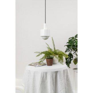 Lampa wisząca Enkel nad stolik kawowy w salonie