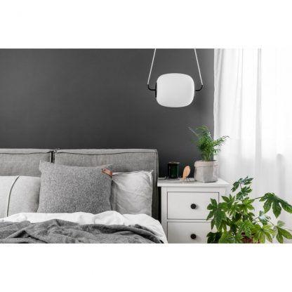 łóżko - Lampa wisząca Epli nad szafkę nocną w sypialni