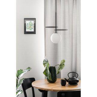 Lampa wisząca Fyllo nad stolik w salonie