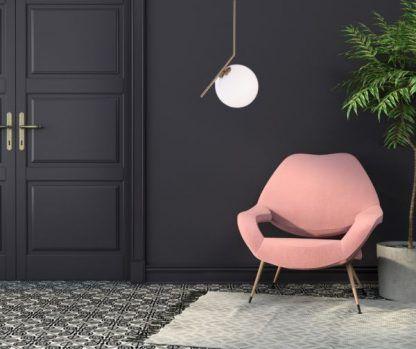 Lampa wisząca Solaris nad fotel w salonie