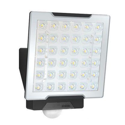 Naświetlacz XLED PRO SQUARE XL C jako oświetlenie podjazdu