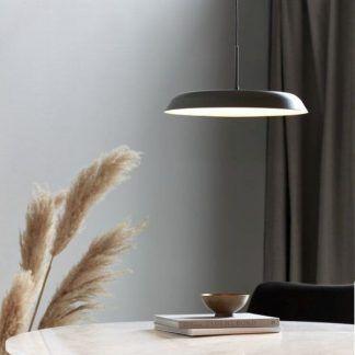 Szara lampa wisząca Piso nad stół w kuchni